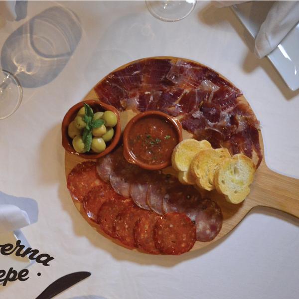 12/30/2015 tarihinde La Taberna de Pepeziyaretçi tarafından La Taberna de Pepe'de çekilen fotoğraf