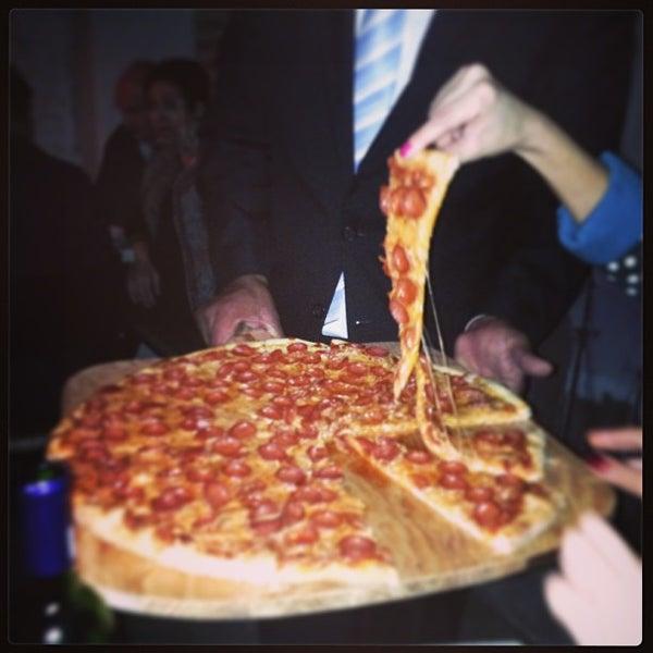 7/18/2013 tarihinde Jorge C.ziyaretçi tarafından Flippin' Pizza'de çekilen fotoğraf