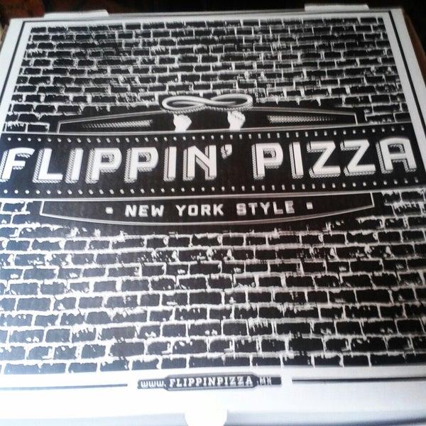 3/21/2015 tarihinde Karla C.ziyaretçi tarafından Flippin' Pizza'de çekilen fotoğraf