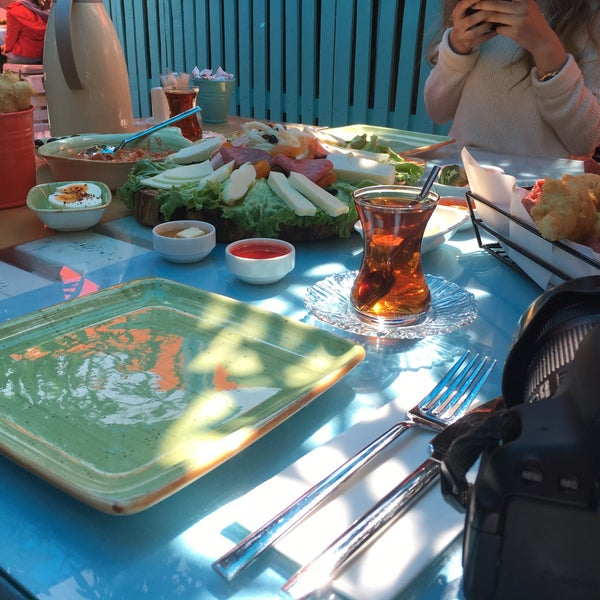 Photo prise au Büyükada Bistro Candy Garden par Eda Ç. le4/15/2018