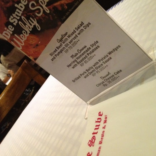Foto tomada en Die Stube German Bar & Resto por C A. el 11/2/2012