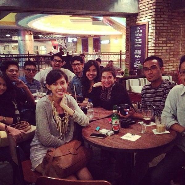Das Foto wurde bei The People's Cafe von Anindita S. am 1/6/2013 aufgenommen