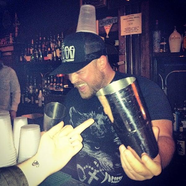 Foto tomada en Rock & Roll Hotel por Farrah S. el 12/2/2012
