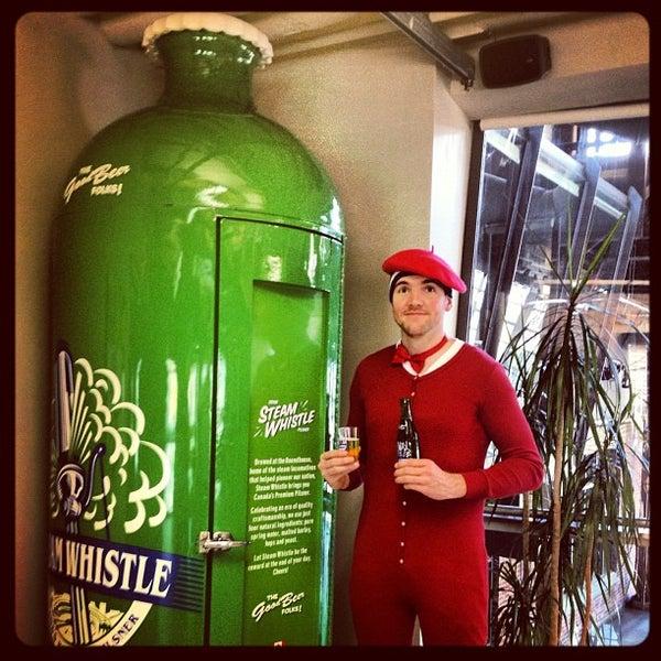 11/21/2012 tarihinde Andy B.ziyaretçi tarafından Steam Whistle Brewing'de çekilen fotoğraf