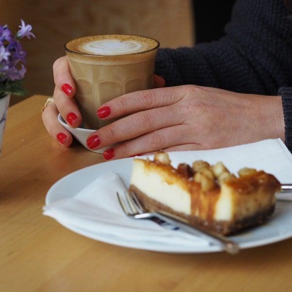Foto diambil di Mikyna Coffee & Food Point oleh Kristy H. pada 3/19/2017