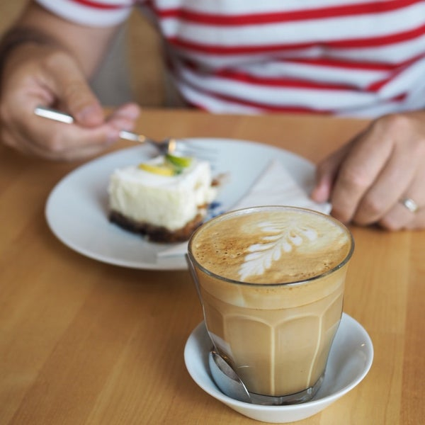 Foto diambil di Mikyna Coffee & Food Point oleh Kristy H. pada 6/24/2017