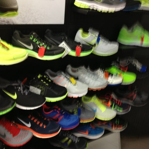 12/27/2012에 Joe D.님이 Paragon Sports에서 찍은 사진