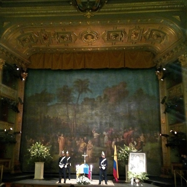 Das Foto wurde bei Teatro Colón von Gladys Y. am 3/14/2019 aufgenommen