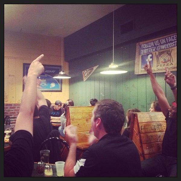 3/23/2013にEric H.がWoodstock's Pizzaで撮った写真