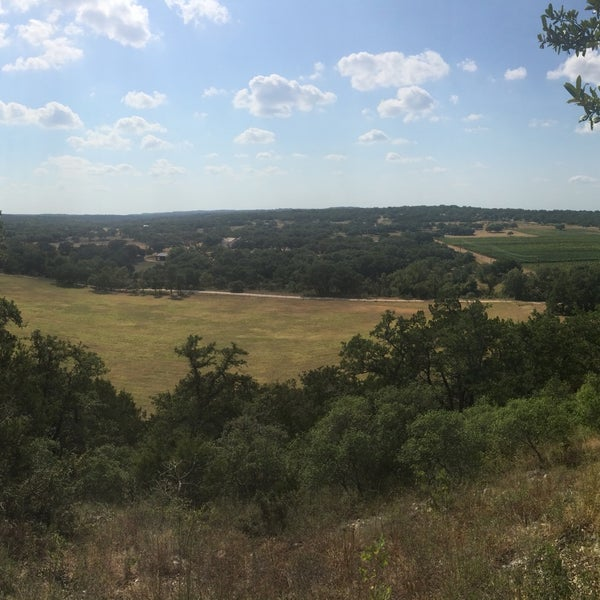 Foto diambil di Driftwood Estate Winery oleh Morvarid D. pada 8/22/2015