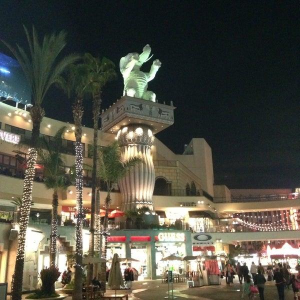 รูปภาพถ่ายที่ Hollywood & Highland Center โดย Claudia S. เมื่อ 3/4/2013