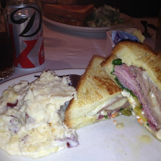Снимок сделан в Southport Grocery & Cafe пользователем Heather W. 12/20/2012