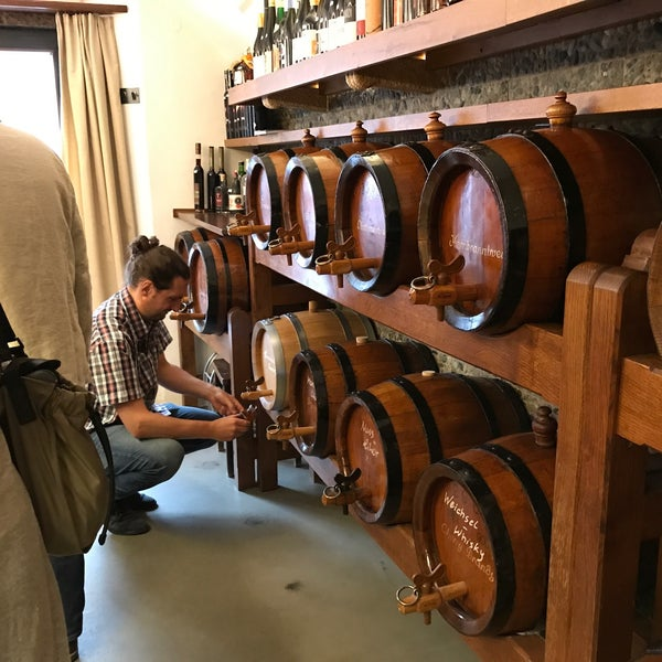Great service, tender helped us choose a gift with generous tastings. Cozy interior, locally made schnapps were great poured straight from the barrel. Recommend the plum schnapps aged in oak.