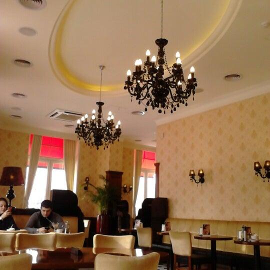 Снимок сделан в Круассан-кафе пользователем Надежда Ш. 2/20/2013