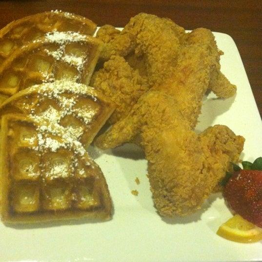 11/10/2012에 Toya F.님이 Granny's Restaurant에서 찍은 사진