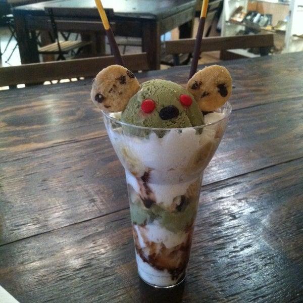 7/26/2014 tarihinde Chika K.ziyaretçi tarafından Maid Cafe NY'de çekilen fotoğraf