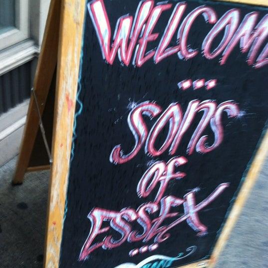 รูปภาพถ่ายที่ Sons of Essex โดย Alexis B. เมื่อ 12/9/2012