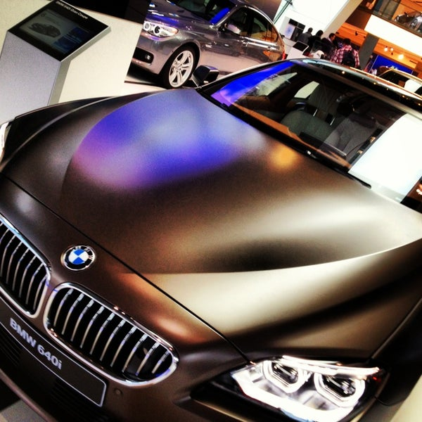 Foto tirada no(a) BMW Welt por Mario G. em 12/28/2012