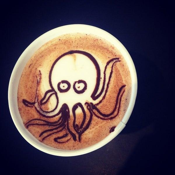 Das Foto wurde bei Elite Audio Coffee Bar von Jackson D. am 11/13/2012 aufgenommen