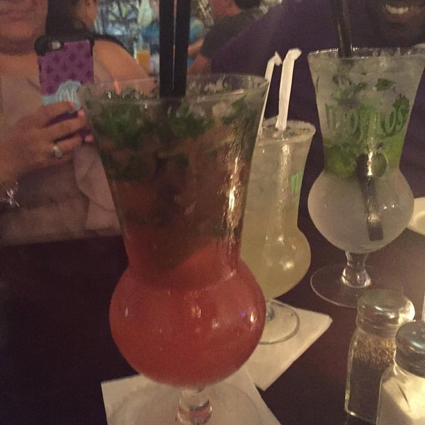 Photo prise au Mojitos Cuban Restaurant par Corey E. le2/21/2016
