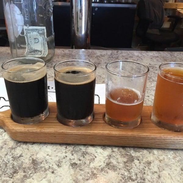 Foto tirada no(a) Frothy Beard Brewing Company por Phillip A. em 7/22/2016