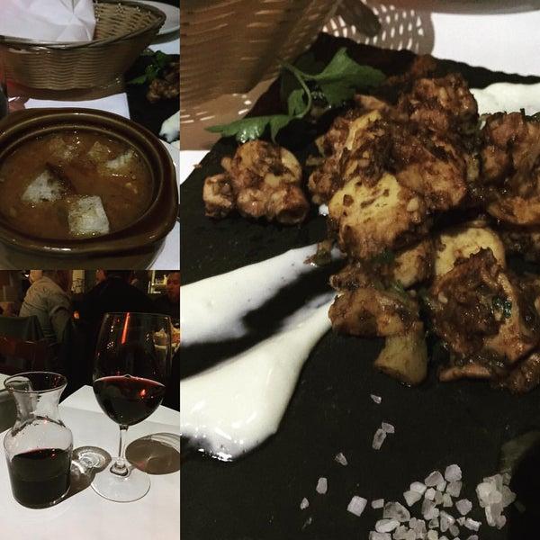 Снимок сделан в Tio Pepe Restaurant пользователем Momar V. 12/12/2015