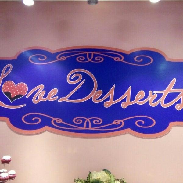 Снимок сделан в Love Desserts пользователем Coleen C. 3/8/2016