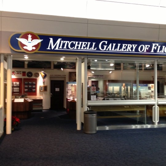 Foto tirada no(a) General Mitchell International Airport (MKE) por Jeffrey S. em 12/5/2012
