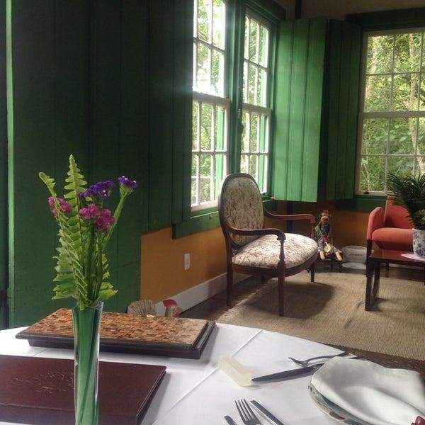 รูปภาพถ่ายที่ Ronco do Bugio Pouso e Gastronomia โดย Deborah L. เมื่อ 11/23/2014
