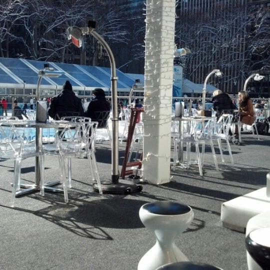 Foto tomada en Celsius at Bryant Park por helen d. el 2/9/2013