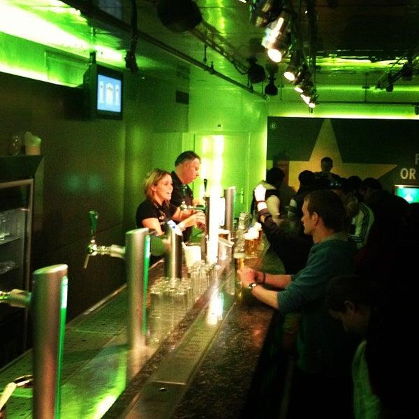 Das Foto wurde bei Heineken Experience von Jaime B. am 5/16/2013 aufgenommen