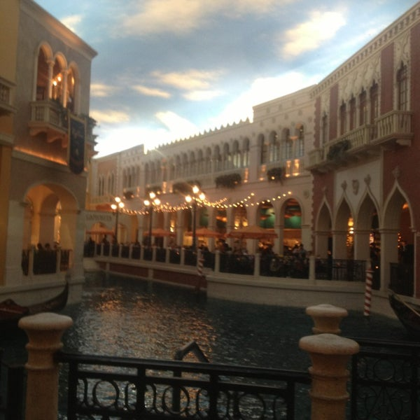 Foto tirada no(a) Venetian Resort & Casino por Katie M. em 5/11/2013