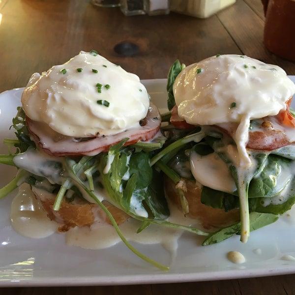 Снимок сделан в Casasola Café & Brunch пользователем Toze C. 5/31/2016