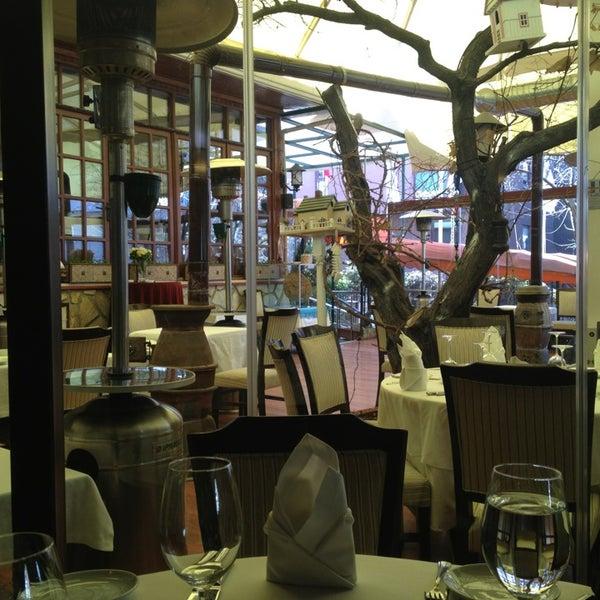 Foto tomada en Trilye Restaurant por Serdar B. el 2/14/2013