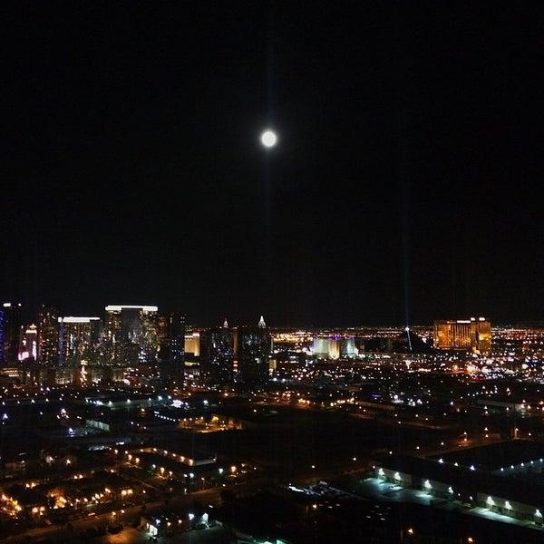 Photo prise au Moon Nightclub par Carlos M. le5/7/2015