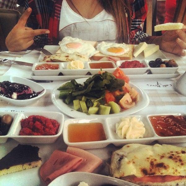 รูปภาพถ่ายที่ La Folie Güzelyalı โดย Berkay Ö. เมื่อ 10/28/2012