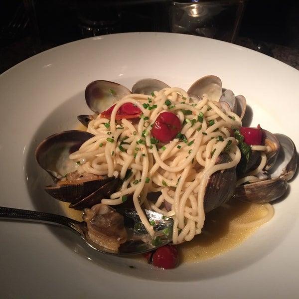 Foto diambil di Vivo Restaurant oleh Rick I. pada 9/25/2014