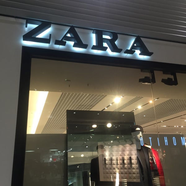 9d45c22259 Photo taken at Zara by Majo I. on 2 6 2016
