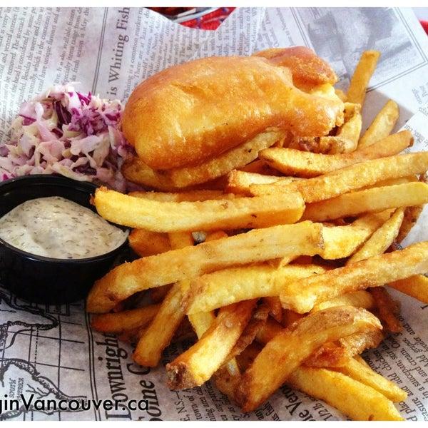 Снимок сделан в Fish On Fifth пользователем EatingInVancouver.ca 6/22/2013
