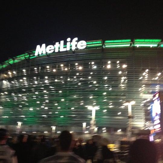 รูปภาพถ่ายที่ MetLife Stadium โดย West C. เมื่อ 11/23/2012