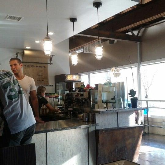 Foto tirada no(a) Dogtown Coffee por char z. em 10/1/2012