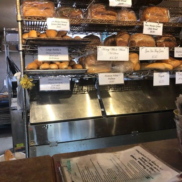 6/23/2019에 Laureen H.님이 Golden Crown Panaderia에서 찍은 사진