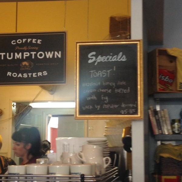 Das Foto wurde bei Cafe St. Jorge von Mohit G. am 9/15/2013 aufgenommen