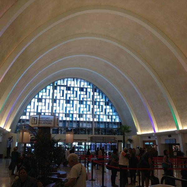 4/29/2013에 Rebecca M.님이 Louis Armstrong New Orleans International Airport (MSY)에서 찍은 사진