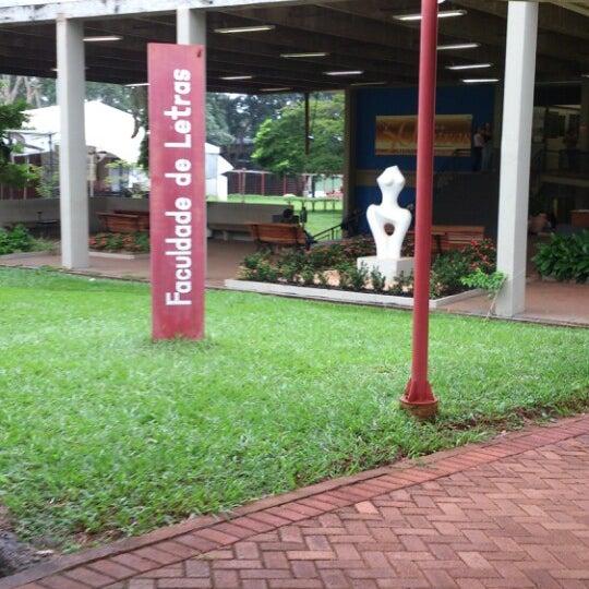 d836839cb03 Fotos em Faculdade de Letras (FL) - Prédio Acadêmico em Goiânia