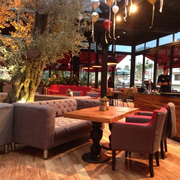 Das Foto wurde bei Cafe Locale İstanbul von Yse💫 am 12/16/2013 aufgenommen