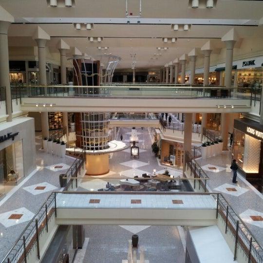 10/28/2012 tarihinde Yazeedziyaretçi tarafından Tysons Corner Center'de çekilen fotoğraf