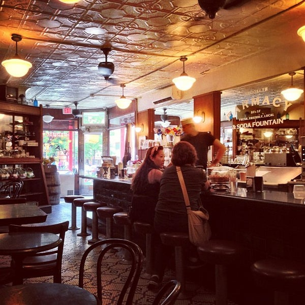 Foto scattata a Brooklyn Farmacy & Soda Fountain da christian svanes k. il 7/8/2013