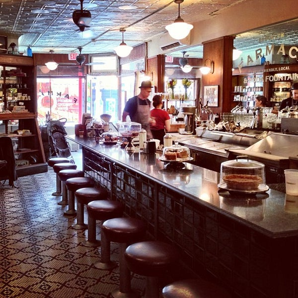 Foto scattata a Brooklyn Farmacy & Soda Fountain da christian svanes k. il 5/17/2013