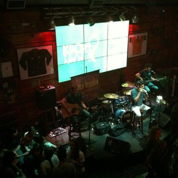 Foto tirada no(a) Kia Ora Pub por Monica N. em 4/6/2013